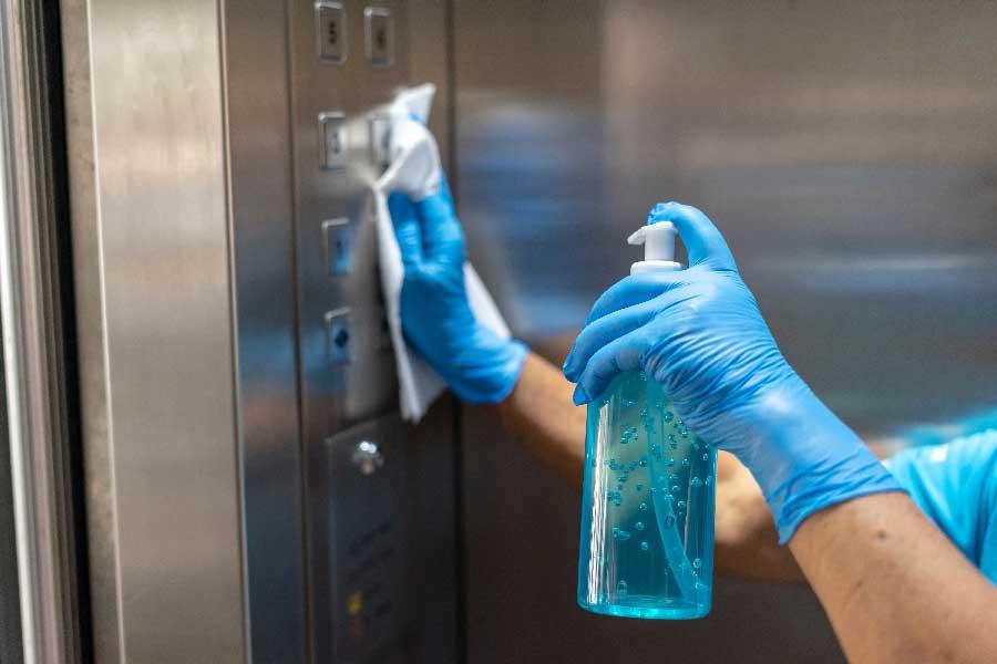 室内の臭いの原因を酸化分解