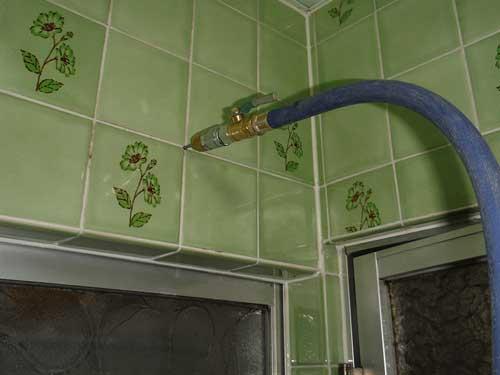風呂場のシロアリ駆除施工