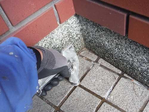 玄関のシロアリ駆除施工