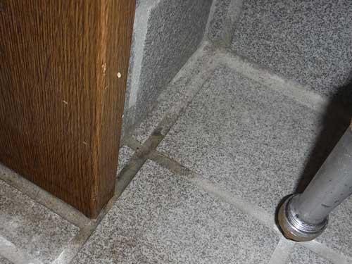 玄関のシロアリ予防施工