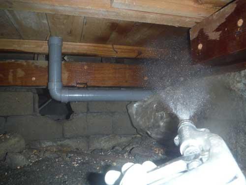 床下の白アリ予防施工