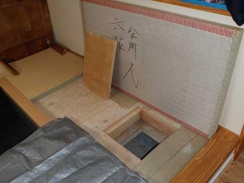 和室から床下へ進入